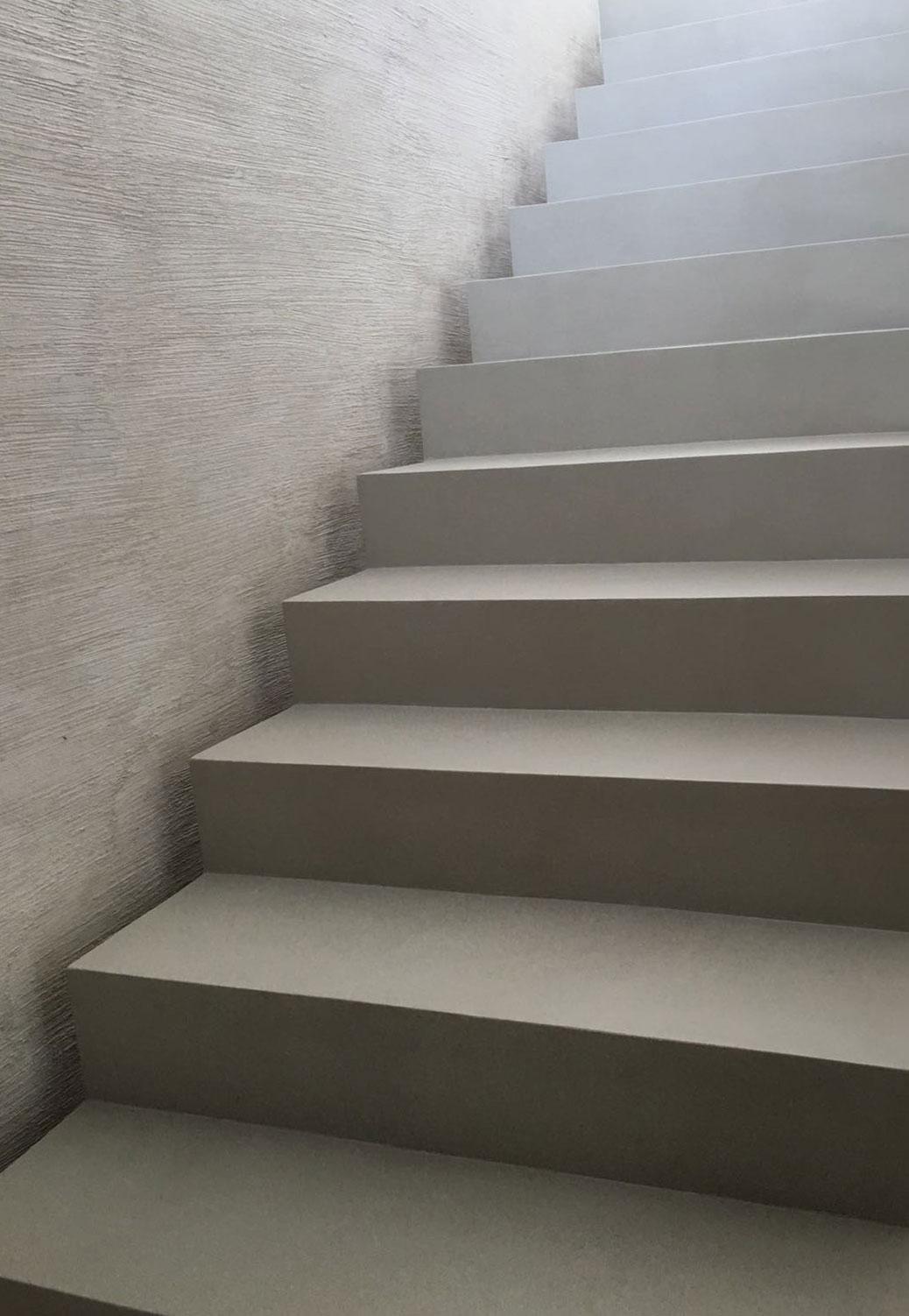 Resina spatolato pavimenti in stile industriale errelab - Scale a sbalzo in cemento ...